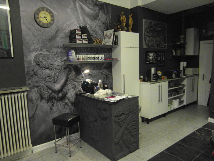 Reception of tattoo shop in Malmö