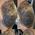 En aztek-inspirerad tatuering